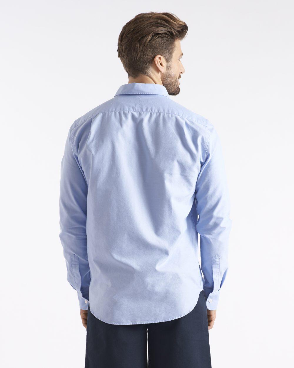 Miesten vaaleansininen Oxford-paita takaapäin