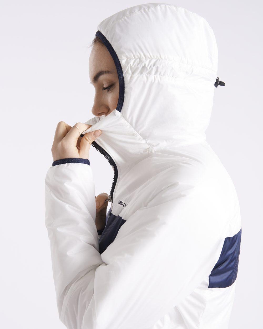 Naisten valkoinen synteettistä untuvaa oleva takki