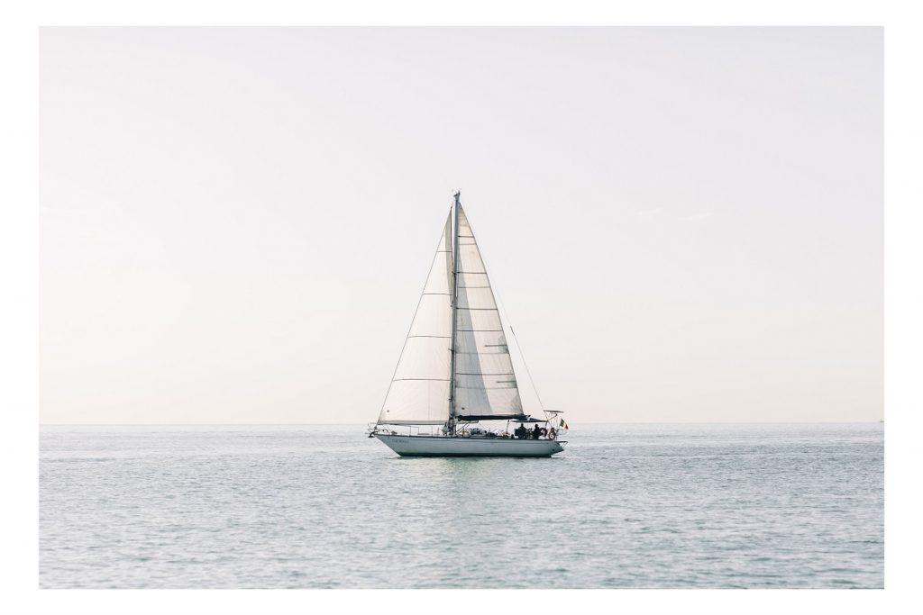 Purjevene merellä